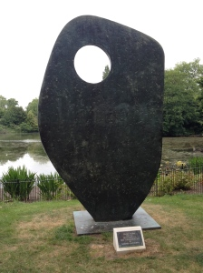 I've been thinking about Barbara Hepworth lately - here's a Hepworth in Battersea Park.